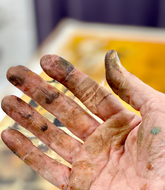 Painting hands I Carolina Gårdheim